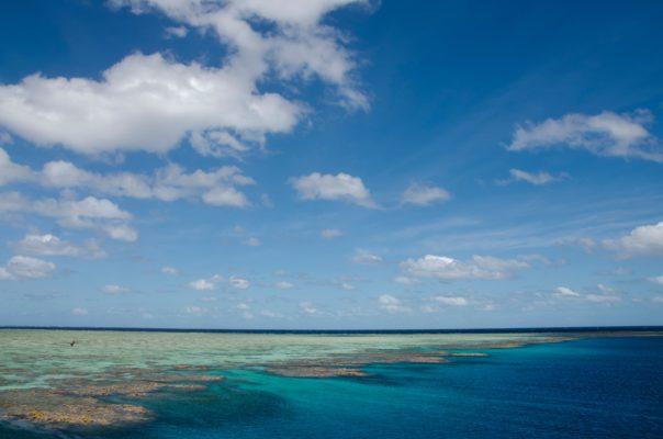 Udsigt over havet med himmel og skyer