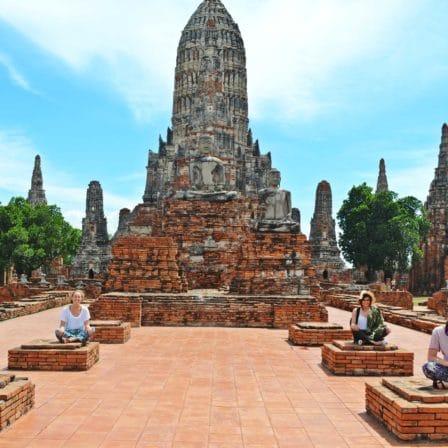 Templer om monumenter i Ancient City i Ayuthaya i Thailand