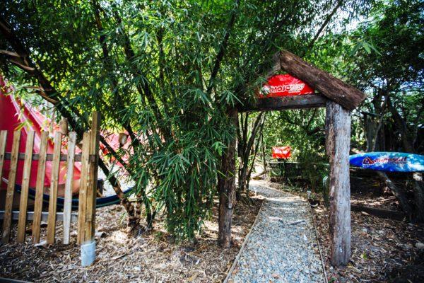 Indgang til Mojo Byron camp