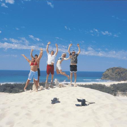Fælleshop på strand med havudsigt