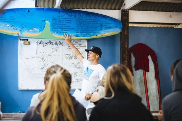 Surfinstruktør fortæller om surfing