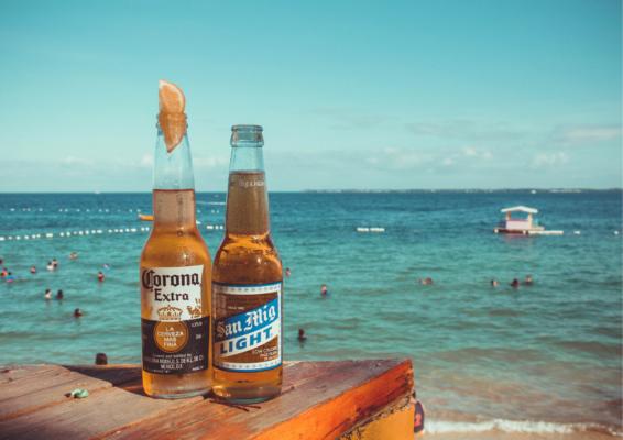 Corona øl med havudsigt